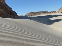 Безмолвие песков. Активный тур по пустыне дает возможность увидеть уникальные пейзажи